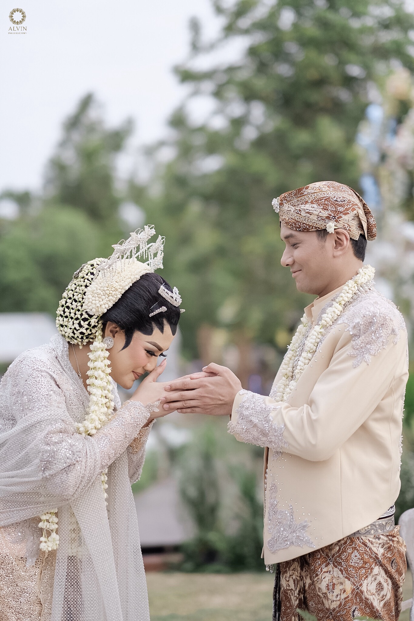 1506513636784 : Vicky Shu & Ade Imam