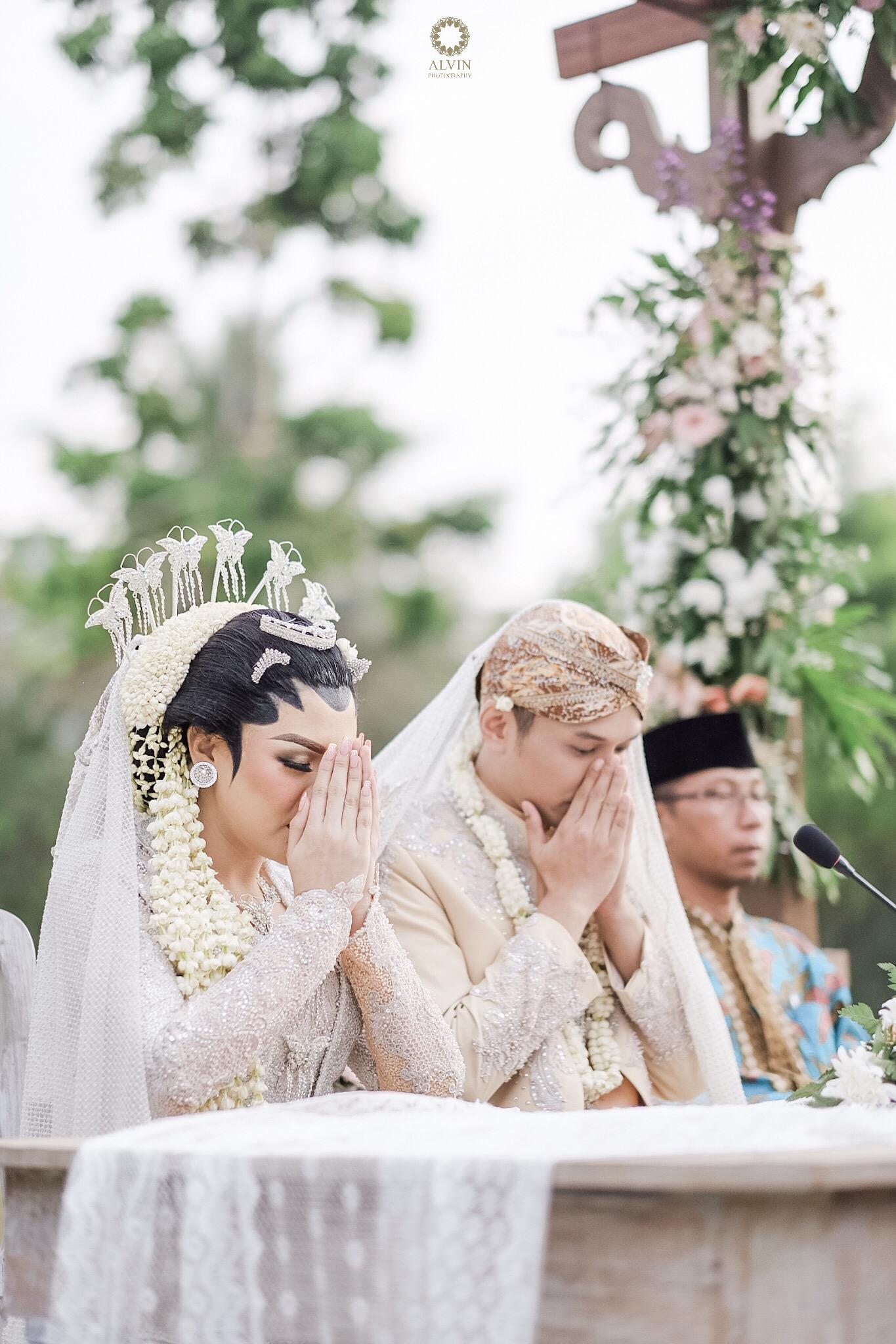 1506513696183 : Vicky Shu & Ade Imam