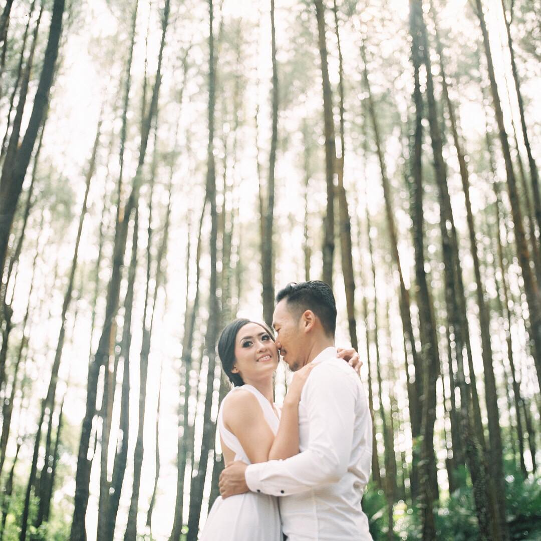 18013408 528430860880641 6706771460553179136 N : Being Different for Your Big Day by Enjoying The elements of Surprise With Analog Camera