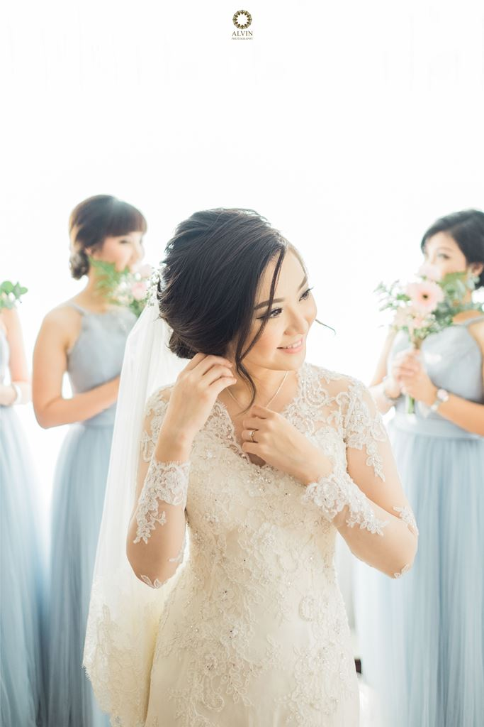 X10 : Vanilla Twilight with Chic Style in Your Big Day